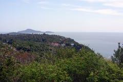 Bella visualizzazione eccessiva del mare delle Andamane dal punto di visualizzazione, Phuket, a sud della Tailandia Vista di pano Fotografie Stock Libere da Diritti