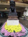 Bellagio blommor och lejon Arkivbild