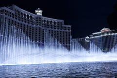 Bellagio-Hotel-Brunnenzeigen in der kühlen blauen Einstellung Stockfotografie