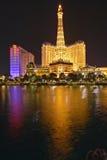 Bellagio-Kasino-Wasser-Show nachts mit Paris-Kasino und Eiffelturm, Las Vegas, Nanovolt Lizenzfreie Stockbilder