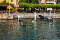 BELLAGIO NA jeziorze COMO, WŁOCHY, CZERWIEC 15, 2014 Widok na wybrzeże linii Bellagio miasto na Jeziornym Como, Włochy Lombardy r Obraz Stock