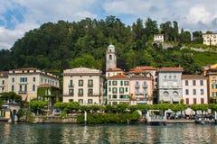 BELLAGIO PÅ SJÖN COMO, ITALIEN, JUNI 15, 2016 Sikt på kustlinje av den Bellagio staden på sjön Como, Italien Italiensk landskapst Royaltyfria Bilder