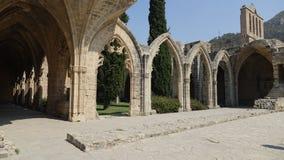 Bellapais修道院古老废墟  免版税库存照片