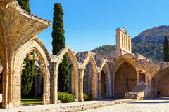 Bellapais abbotskloster nära Kyrenia, nordliga Cypern Royaltyfria Foton