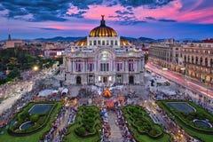 Bellas Artes slott & solnedgång royaltyfri fotografi