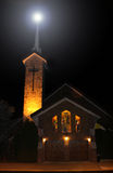 Belle église la nuit Image libre de droits