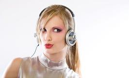 Belle électro fille de bruit dans des écouteurs. Photographie stock