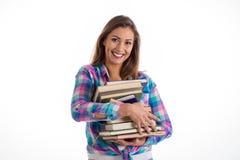 Belle étudiante portant les livres lourds photos stock