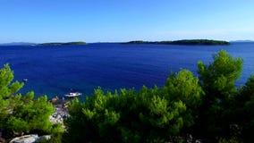 Belle île de Korcula dans l'archipel de Dubrovnik et de Makarska banque de vidéos