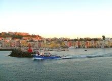 Belle île de région de Campanie de Procida près de Naples l'Italie Maisons colorées magiques photographie stock libre de droits
