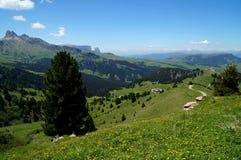 Belle alpe e montagne panoramiche idilliache nelle dolomia Fotografia Stock