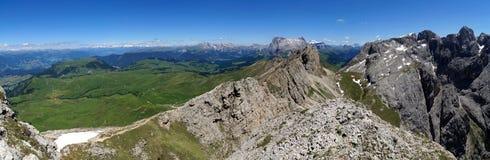 Belle alpe e montagne panoramiche idilliache nelle dolomia Immagine Stock Libera da Diritti