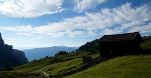 Belle alpe e montagne panoramiche idilliache nelle dolomia Fotografie Stock