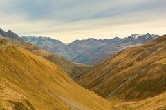 Belle alpi marroni di autunno Immagini Stock Libere da Diritti