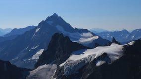 Belle alte montagne a forma di vedute dal Mt Titlis Fotografia Stock Libera da Diritti