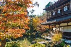 Belle architecture au temple argenté de Pavillion Ginkakuji Photos stock