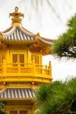 Belle architecture d'or de style chinois de pagoda en Nan Lian G Image libre de droits