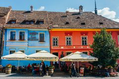 Belle architecture dans la ville du centre de Sighisoara photo stock