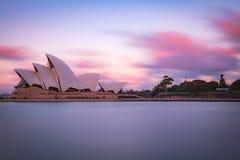 Belle architecture du théatre de l'opéra sur le rivage photos libres de droits