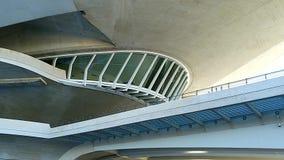 Belle architecture moderne du bâtiment dans la ville complexe des arts et des sciences à Valence, Espagne banque de vidéos
