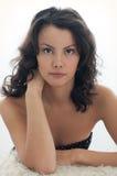Belle, attirante femme avec le visage magnifique Photographie stock