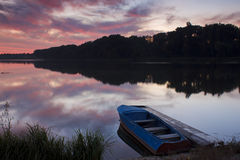 Belle aube au lac Images libres de droits