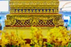 Belle base d'or du trône mobile dans le patt thaïlandais de style Images stock