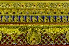 Belle base d'or du trône mobile dans le patt thaïlandais de style Image libre de droits