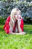 Belle blonde à l'extérieur Photos libres de droits