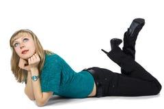 Belle blonde dans un chandail bleu Photo libre de droits