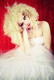Belle blonde de renversement images stock