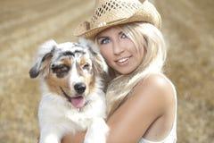 Belle, blonde jeune femme Images stock