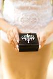 Belle boîte noire pour l'or d'anneaux de mariage Image stock