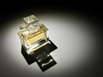 Belle bouteille de parfum Images libres de droits