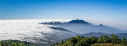 Belle brume circulant sur la vallée du chiangmai, tha Photographie stock libre de droits
