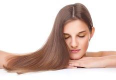 Belle brune avec de longs cheveux droits Photographie stock