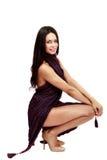 Belle brune caucasienne dans la robe improvisée Image libre de droits