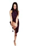 Belle brune caucasienne dans la robe improvisée Photos libres de droits