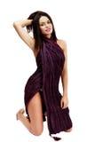 Belle brune caucasienne dans la robe improvisée Photos stock