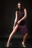 Belle brune caucasienne dans la robe improvisée Images stock
