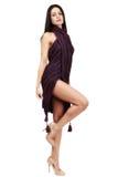 Belle brune caucasienne dans la robe improvisée Photo stock