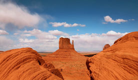Belle butte en vallée Arizona de monument Image stock