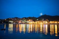 Belle côte de village de Colliure la nuit, le Comté de Roussillon, Pyrinees oriental photos libres de droits
