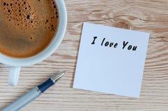 Belle carte de voeux - je t'aime - message romantique près de tasse de café de mornin Photo libre de droits