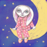 Belle carte tirée par la main mignonne avec le lapin, qui se reposant dans les pyjamas et des pantoufles sur le croissant Images stock