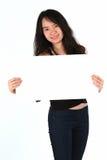 Belle carte vierge de sourire de fixation de jeune fille Image stock