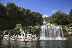Belle cascade à écriture ligne par ligne à Caserta, Italie Photographie stock