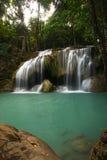 Belle cascade à écriture ligne par ligne dans Erawan Kanchanaburi, Thaïlande Photo stock