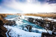Belle cascade célèbre en Islande, saison d'hiver (Filtere photographie stock