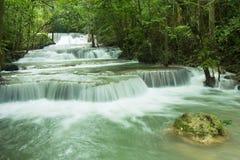 Belle cascade à écriture ligne par ligne en Thaïlande Photos stock